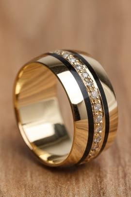 Aliança de casamento em ouro 18K 750 e madeira Lendas AM 005