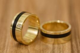 Aliança de casamento em ouro 18K 750 e madeira  Uno