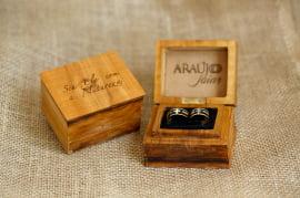 Aliança de casamento em ouro 18K 750 e madeira  Vitória Régia.